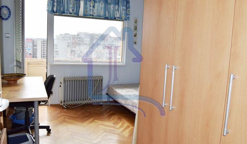 Слънчев 3-стаен апартамент, Колхозен пазар