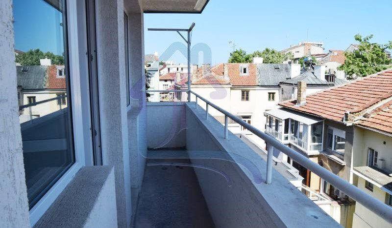 Furnished 2 bedrooms apartment, Perfect center