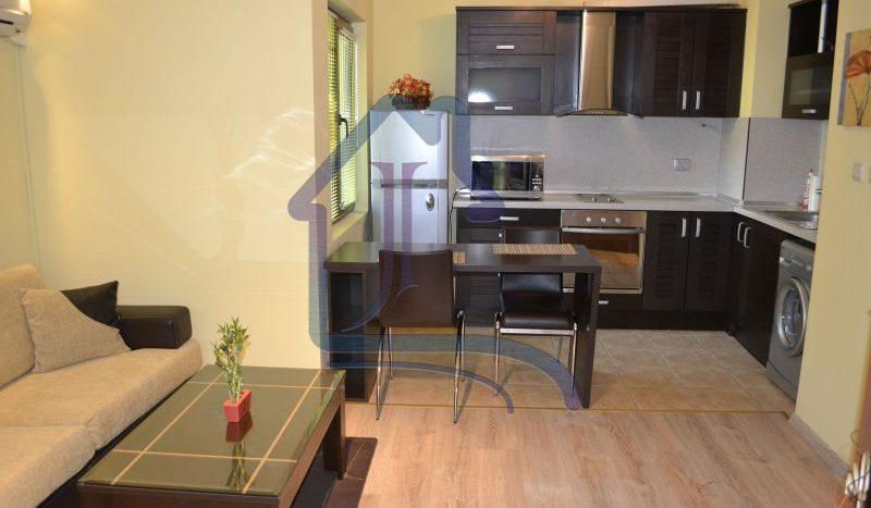Луксозен двустаен апартамент под наем, топ център