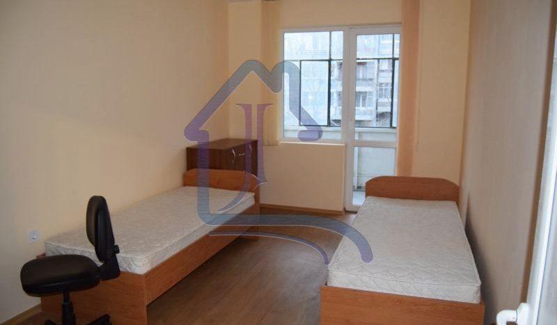 Тристаен апартамент под наем, Цветен квартал