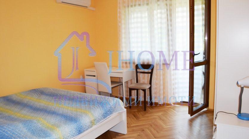 Апартамент под наем с 3 спални