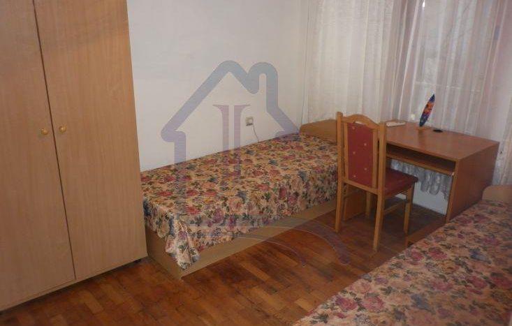 Тристаен обзаведен апартамент в район ВИНС