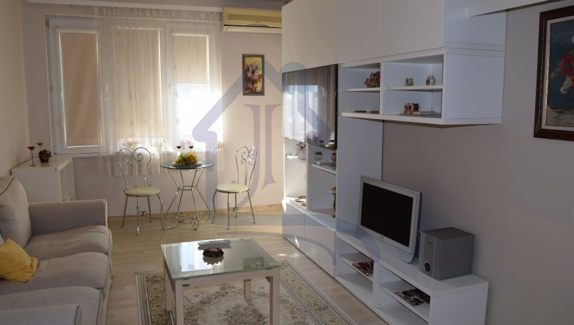 Четиристаен апартамент район ВИНС