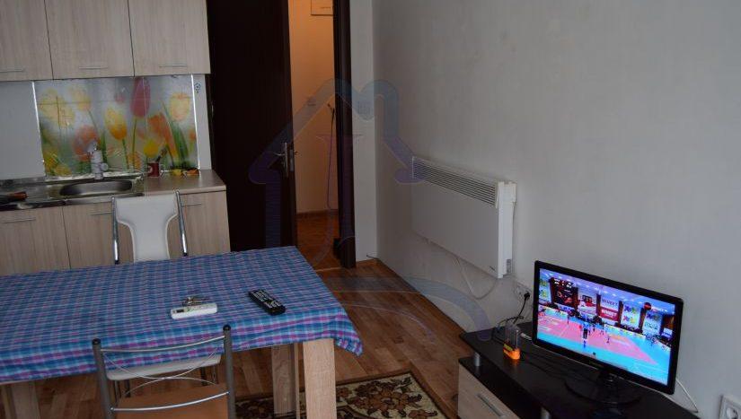 ДВУСТАЕН обзаведен апартамент ПОД НАЕМ в район Колхозен Пазар