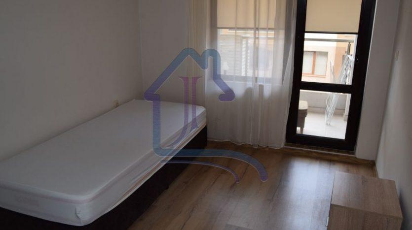 Четиристаен апартамен под наем, кв. Левски