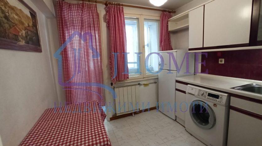 Тристаен апартамент + отделна кухня под наем