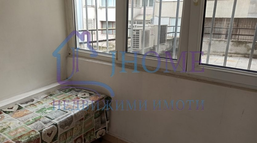 Тристаен апартамент до МУ